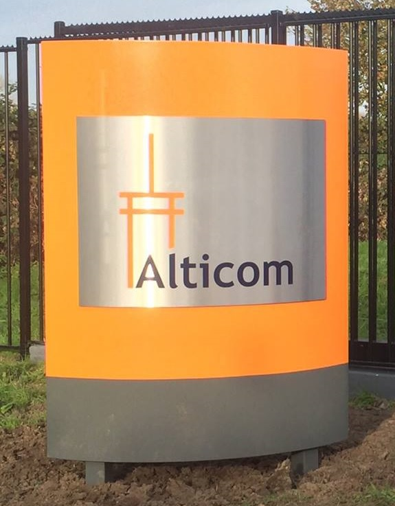 Alticom Sign
